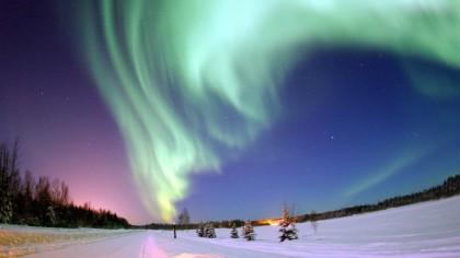 """Pentru prima dată în istorie a fost detectat un """"uragan spațial"""" peste Polul Nord FOTO"""