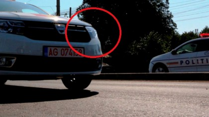 De ce ating POLIȚIȘTII farurile maşinii atunci când te trag pe dreapta?