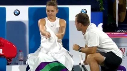 Momentul în care telespectatorii au amuţit! Ce i-a putut spune Simona Halep antrenorului Efremov, în direct, pe teren! 'E aiurea!'