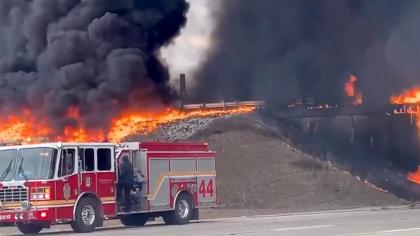 Infern pe autostradă: Un camion cisternă care transporta 15.000 de litri de kerosen a explodat - VIDEO