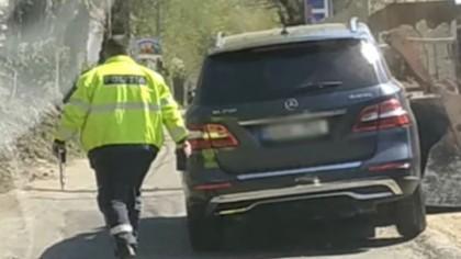 Cum mută MOLDOVENII un SUV Mercedes? Martorii au rămas INTERZIȘTI când au văzut de ce e în stare un buldozerist