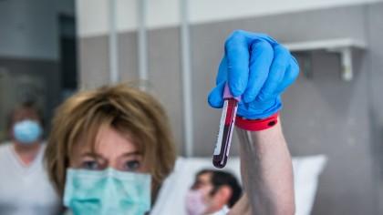 Un expert german DEMONTEAZĂ teoriile despre COVID-19: Riscul de infectare în public, extrem de redus. Virusul rezistă puţin pe suprafeţe