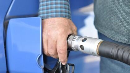 """Mare atenţie! Aşa se fură motorina şi benzina, la pompele din România! Replica pe care o spun angajaţii din benzinării când vor să """"te facă"""""""