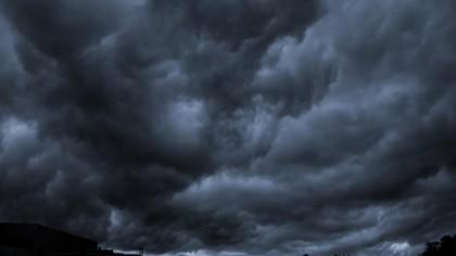 Adio caniculă! Se întorc ploile și vijeliile. ANM a emis un Cod portocaliu de furtună în centrul țării