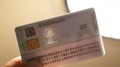 Îţi vei putea înlocui buletinul actual cu o carte electronică de identitate. Ce date vor mai fi trecute pe cip