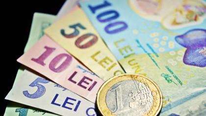 Dezastru pentru românii cu aceste conturi și carduri bancare. Li se blochează banii chiar acum