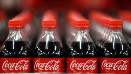 Întrebuințările ciudate ale Coca Cola. La ce mai poți să folosești celebra băutură răcoritoare