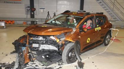 Rezultate DEZAMĂGITOARE pentru Dacia Logan și Sandero la testele Euro NCAP. Cum explică Dacia eșecul