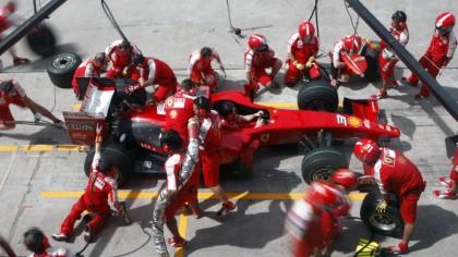 De ce mașinile de Formula 1 nu se mai alimentează în timpul curselor? Motivul care a ucis spectacolul la boxe