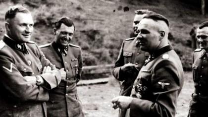 """""""Îngerul Morții"""" de la Auschwitz care prefera gemenele. DOCTORUL a făcut cele mai ȘOCANTE experimente pe ele"""
