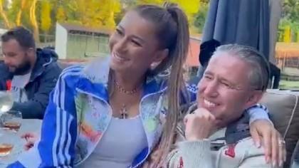 Reacție dură în familia lui Reghecampf, după ce antrenorul ar fi petrecut în Grecia cu o altă femeie! Fiica vitregă iese la atac: `Doar nu credeți că lua gura de canal în mașina familiei?`